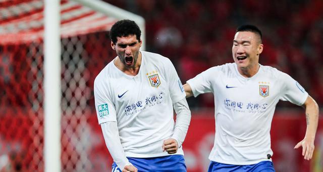 足协杯-刘洋染红 十人鲁能2-0上港进决赛