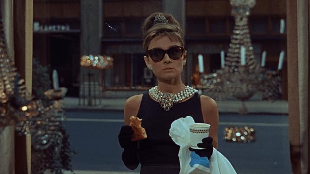 赫本经典小黑裙造型