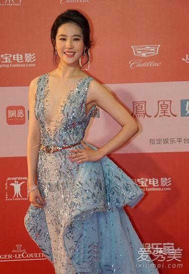 刘亦菲也能靠红毯华服轻松迷死人