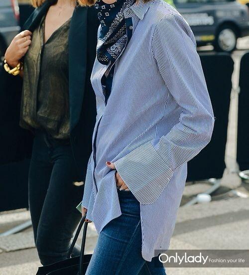 细条纹蓝色衬衫