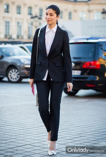 西装外套+白衬衫