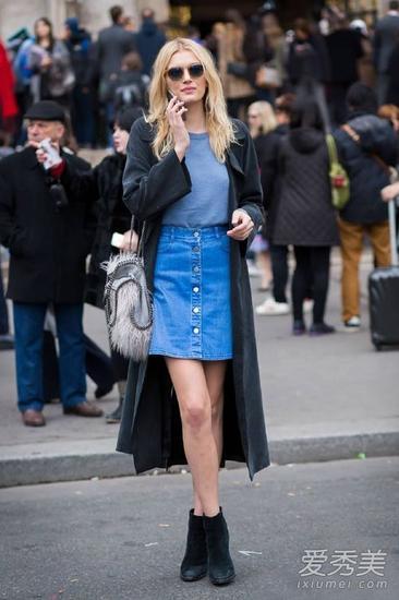 黑色长外套+牛仔裙