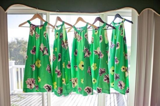 绿色花卉连衣裙