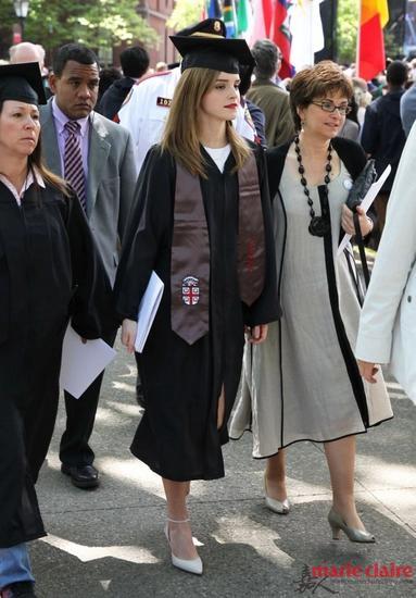 Emma毕业照