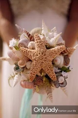 1、用贝壳、海星打造浪漫手捧花