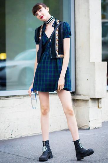 连衣裙+短靴