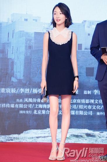 周冬雨miu miu黑色蕾丝拼接翻领连身裙
