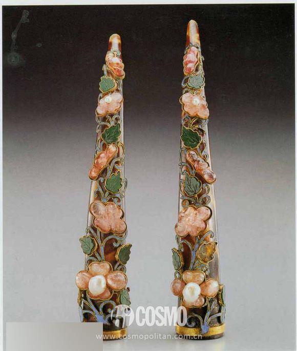 清·玳瑁嵌珠宝花卉指甲套
