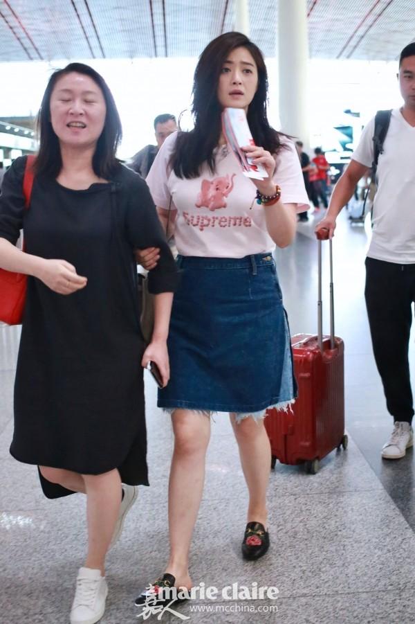 蒋欣机场街拍