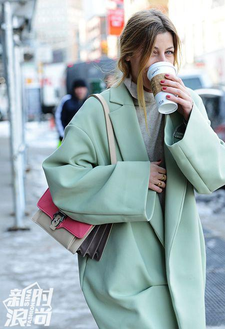 薄荷绿色的大衣