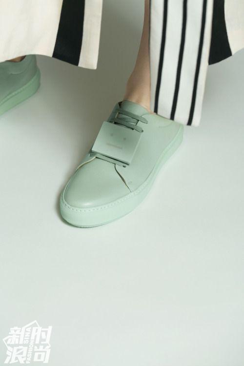 Acne薄荷绿的运动鞋也十分夏天
