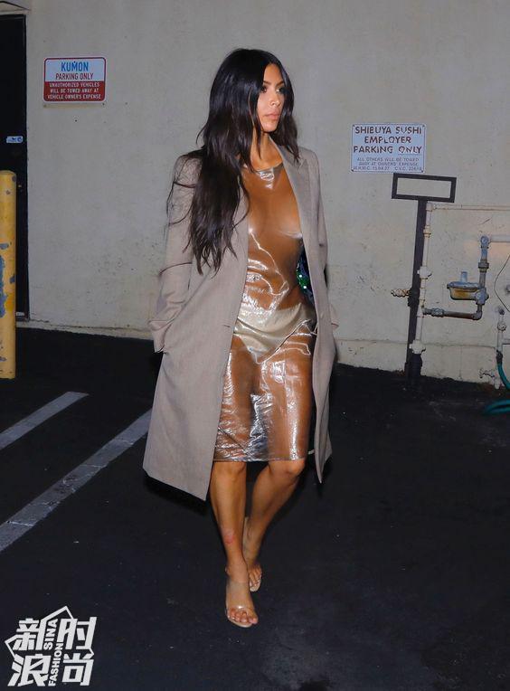 卡戴珊穿透明连衣裙