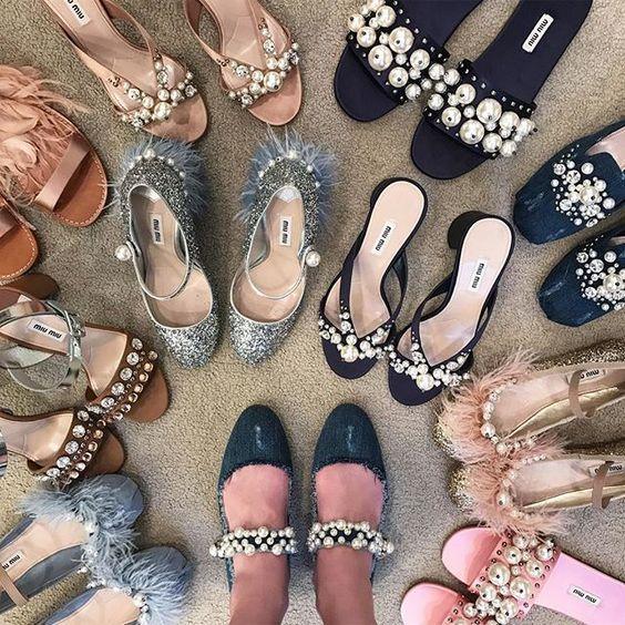 Miu Miu鞋中加入了珍珠的设计