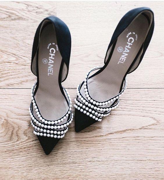 镶嵌珍珠的chanel高跟鞋