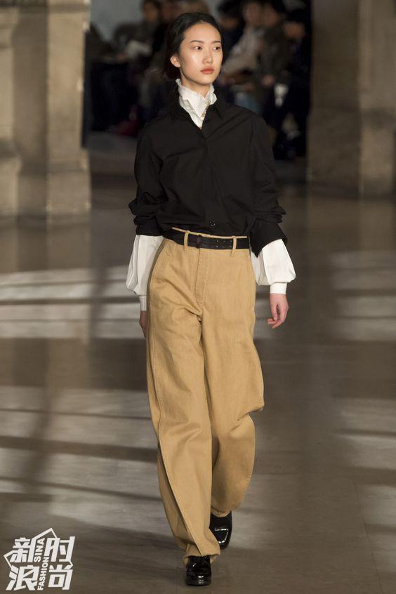 Lemaire秀场中的衬衫配灯笼裤也是帅气又复古