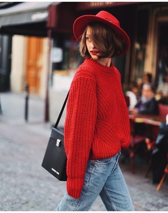 红色毛衣配牛仔蓝