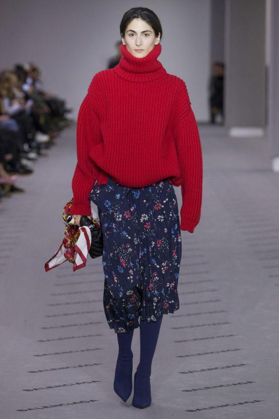 红色毛衣配中裙