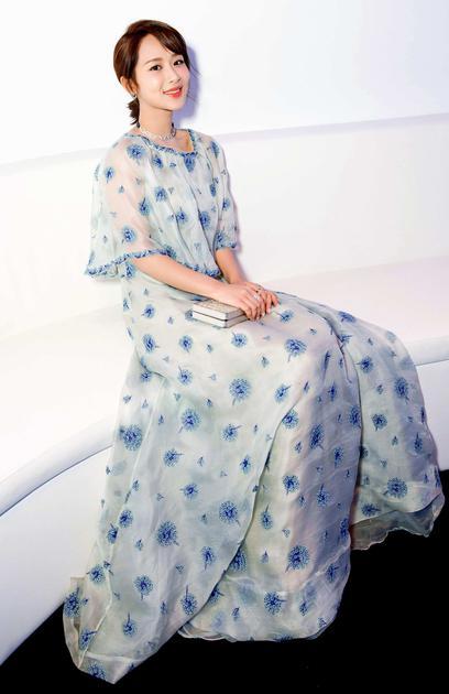 杨紫红毯造型
