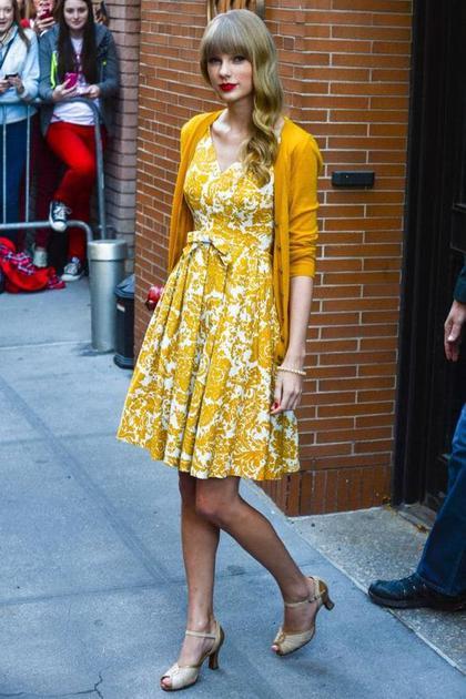 霉霉穿黄色连衣裙
