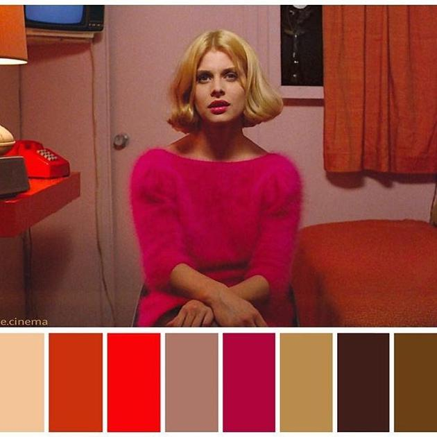 女主角的粉红配色