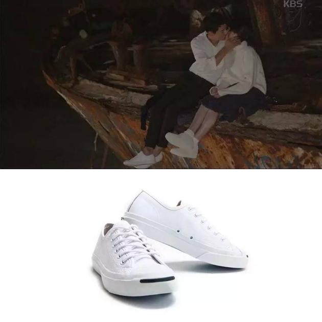 《太阳的后裔》里的帆布鞋