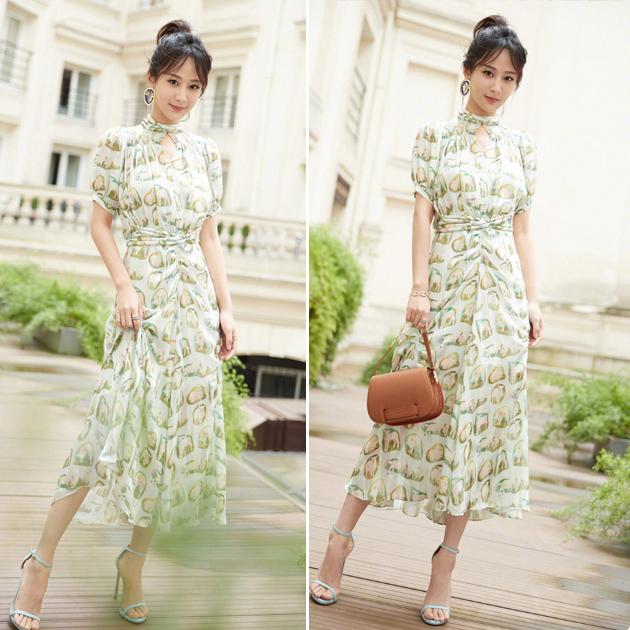 杨紫穿绿色印花连衣裙