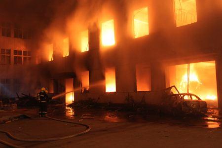 宁波一工厂火灾 现场巨响阵阵