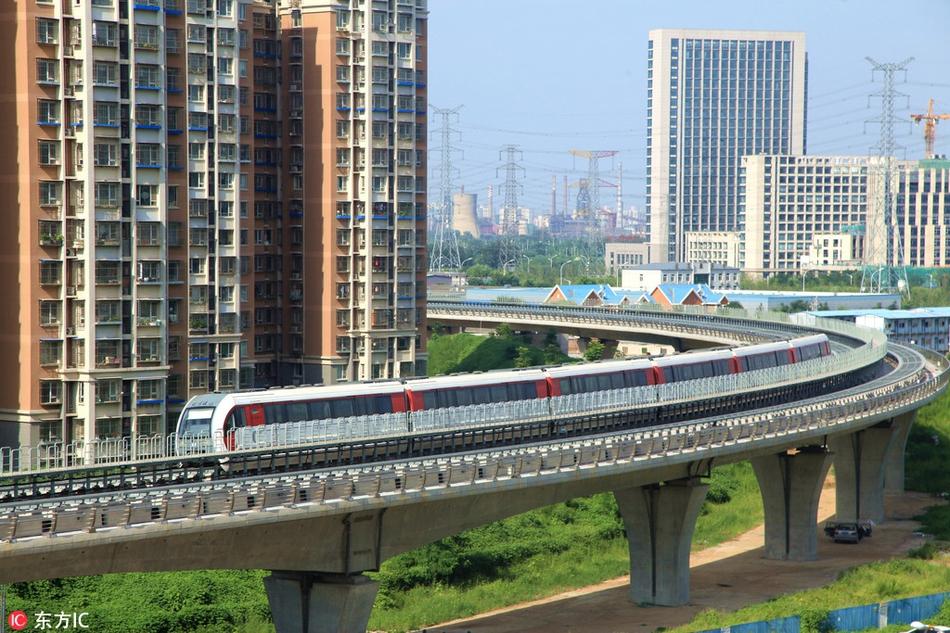 北京地铁S1线,目前正在轨道测试运行.是北京首条磁悬浮线路,一图片