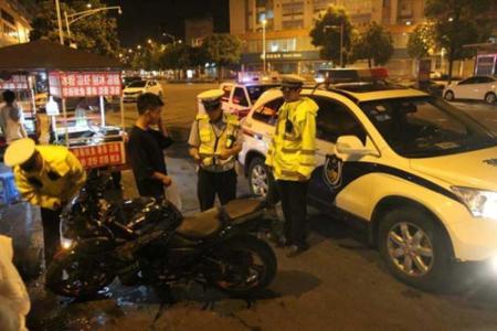 杭州1宝马和2辆摩托凌晨炸街 3名90后被扣车记27分
