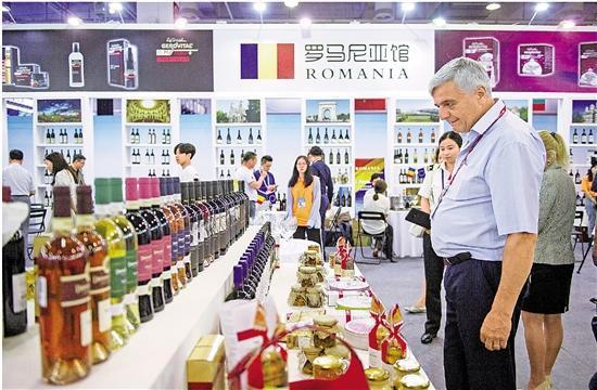 第五届中东欧特色商品展在宁波国际会展中心举行。 记者 冯贺 尹海木 摄