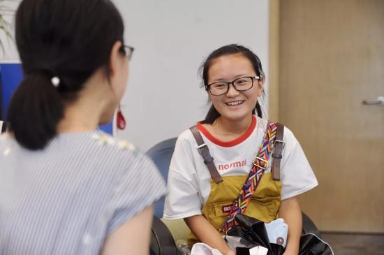 吴仙梅与记者交谈中。记者崔引摄