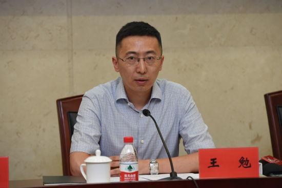 宁波市金融办副主任王勉介绍情况 通讯员供图