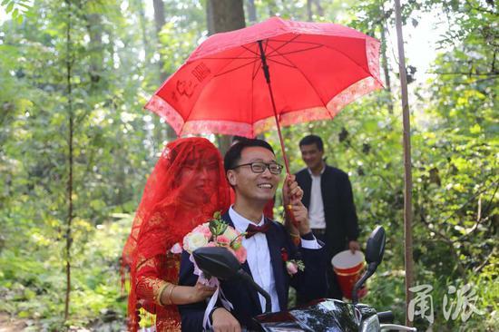 国庆节长假期间,是新人们举行婚礼的良辰吉时。