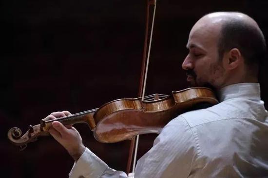 (法国小提琴家纪尧姆·莫尔科)
