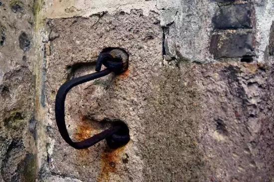 断瓦犹存,残砖仍在,印证着昔日的繁华,沉淀着历史的沧桑。。。