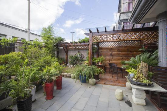 图为美丽庭院。
