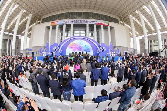 今天上午,2019中国(宁波)特色文化产业博览会启幕。