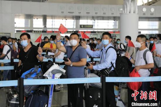"""浙江百余名""""一带一路""""建设者返岗。杭州机场供图"""