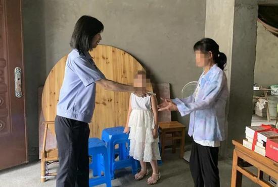 杭州警花被曝收群众万元红包 真相暖心又让人泪目