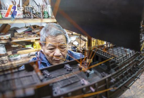 船模很复杂,制作需要细心、耐心和恒心。