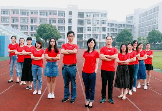 (图为姜山中学的老师,拍摄者:吴贤平)