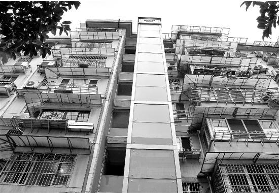 柳浪阁1幢3单元加装的电梯。