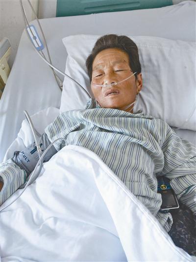 躺在病床上的受害者。图片由受访者提供