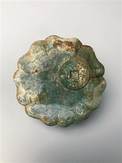 青铜花形器