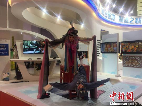图为2018中国(宁波)特色文化产业博览会现场 李佳赟 摄