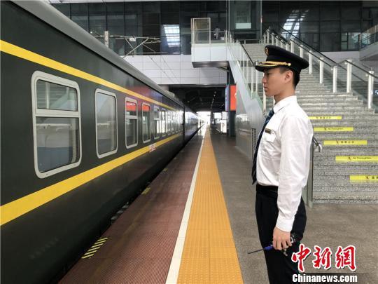 图为徐辉工作现场。 林波 摄