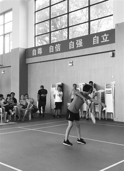 孔雨晨在羽毛球比赛中。