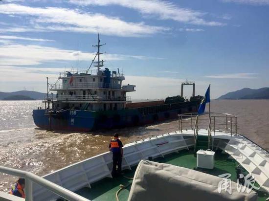 目前,宁波海事局所有执法和搜救力量处于待命状态,积极备战台风。