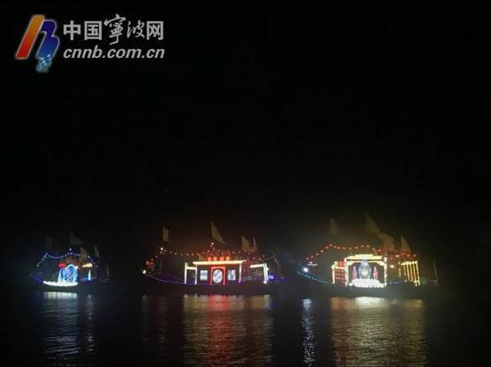 千人宴进入尾声,渔船亮起彩灯