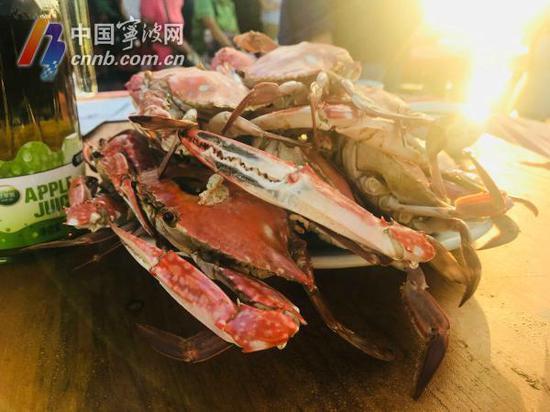 好大的一盘螃蟹